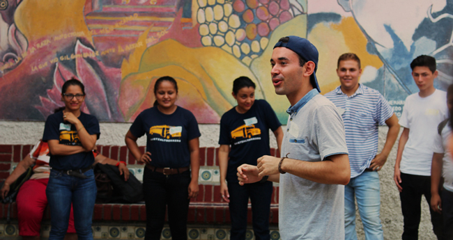 AMIGOS Gap student Mateo leads an activity with students in Nicaragua